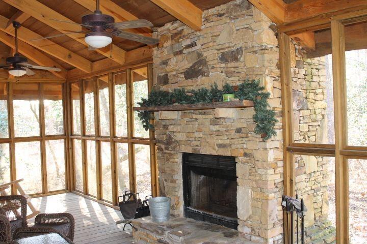 350 pieds carrés plein air projeté en véranda avec cheminée et feu souffleur de boîte pour des nuits plus froides