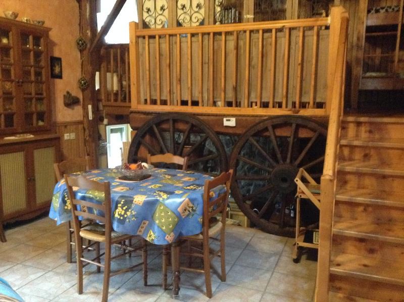 salle à manger et montée mezzanine