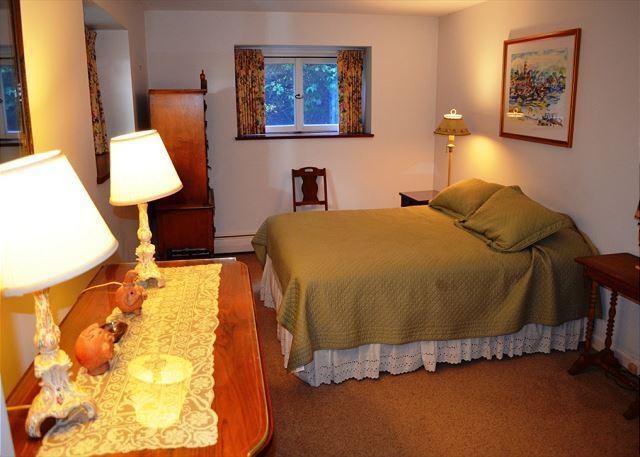 Main floor queen bedroom.