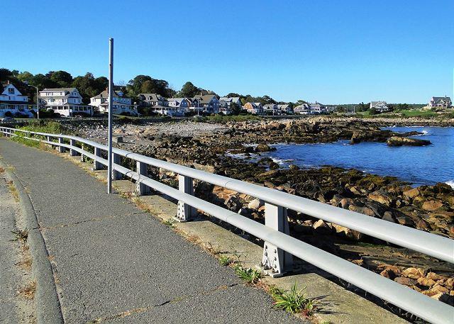 Camina por Bass Rocks en una pintoresca acera de 3 millas frente al mar.