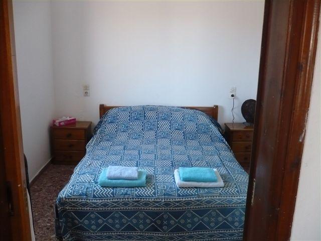dormitorio principal con cama doble arriba