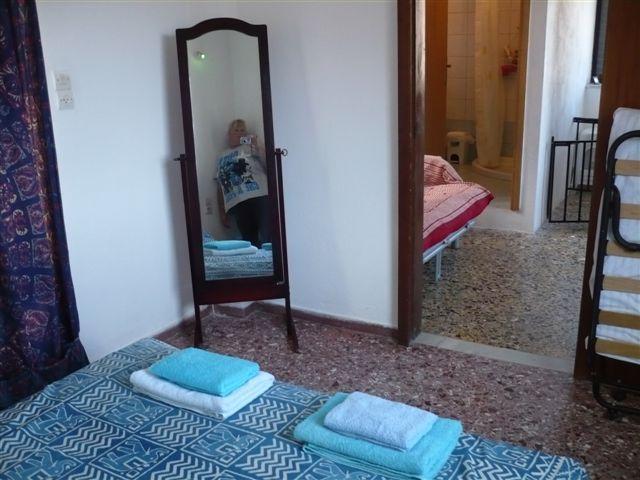 dormitorio principal a la habitación más pequeña