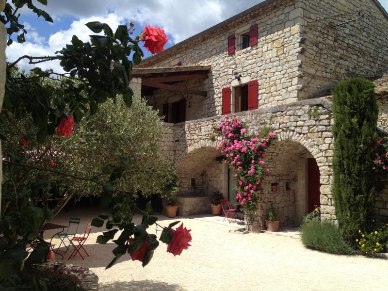 LA BASTIDE DU VIGNERON- B&B GRENACHE, vacation rental in Saint-Maurice-d'Ibie