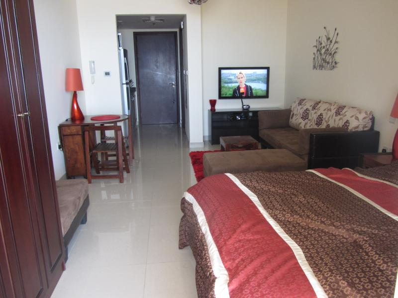 FULLY FURNISHED STUDIO WITH SEA VIEW in AL HAMRA V, holiday rental in Ras Al Khaimah