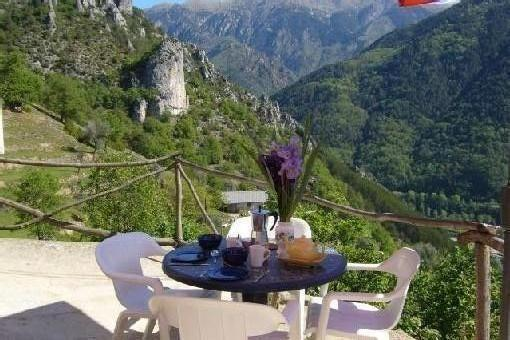 GROUND FLOOR HOUSE WITH STUNNING VIEWS, holiday rental in Utelle