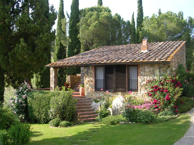 Lovely apartment in a small winery, vacation rental in Castellina In Chianti