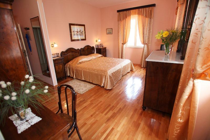 chambre double avec salle de bain cca 25 m2 ville et vue mer