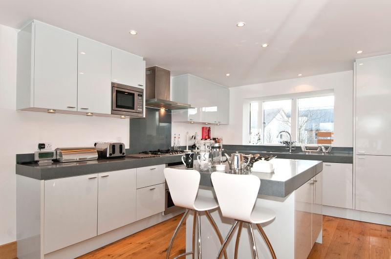 Beautiful modern kitchen, complete with all the usual high quality German appliances