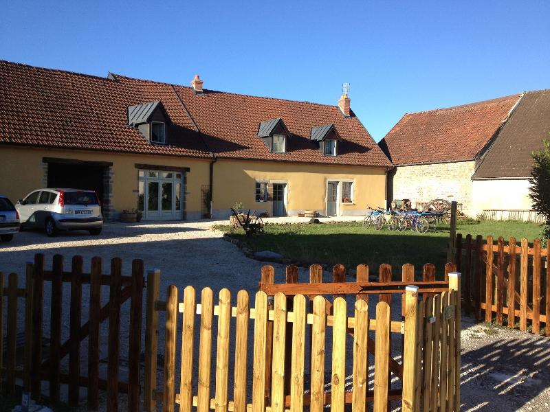 Datcha Bourguignonne MACONGE (appartement), holiday rental in Crugey