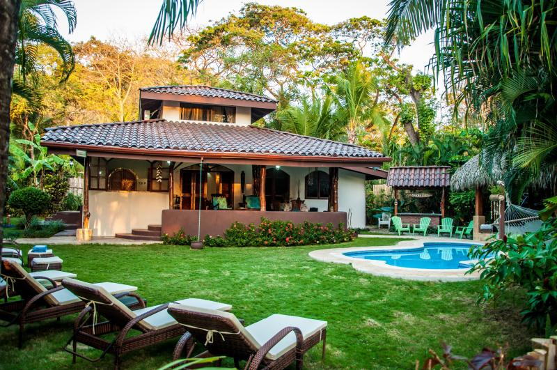 Beachfront Villa Bonita - 4 Bedrooms, Private Pool, Large Terrace, Steps from the Beach
