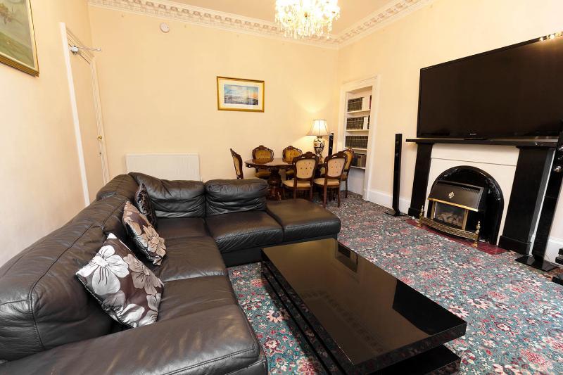 Large grange apartment, holiday rental in Loanhead