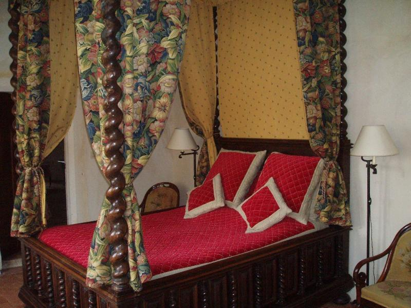 Chambre Gothique Château de saint-loup sur thouet, location de vacances à Noizé