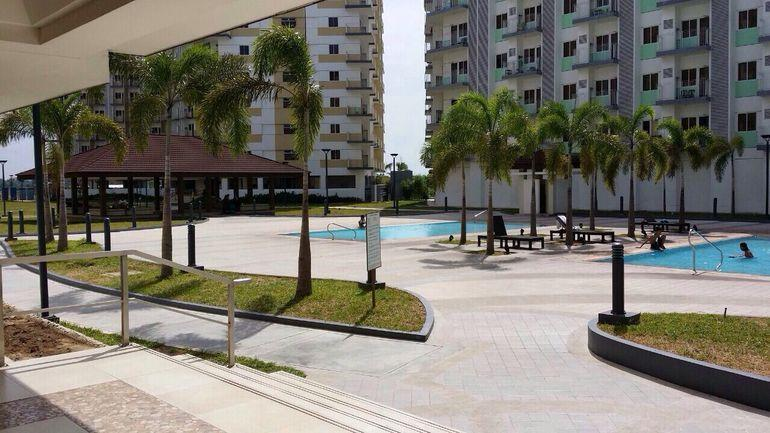 Field Residences Condo near the airport with free Wifi and cableTV Paranaque are, location de vacances à Las Pinas