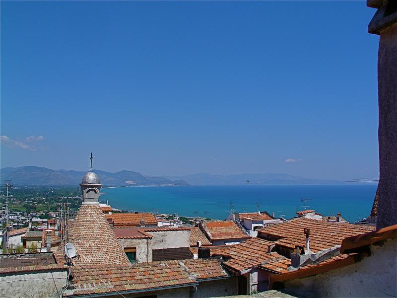 appartamento casa del 1350, adatto x vacanze mare, holiday rental in Corchiano