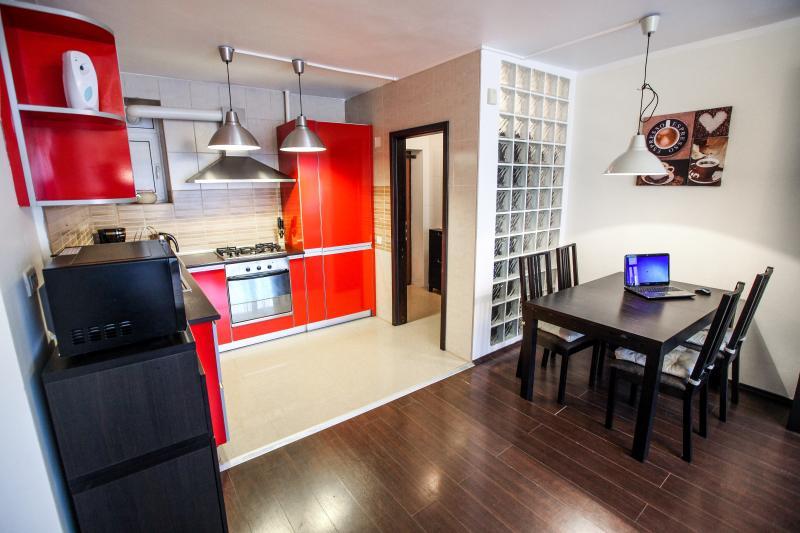 Appartement soleil - Cismigiu Gardens - cuisine + salle à manger