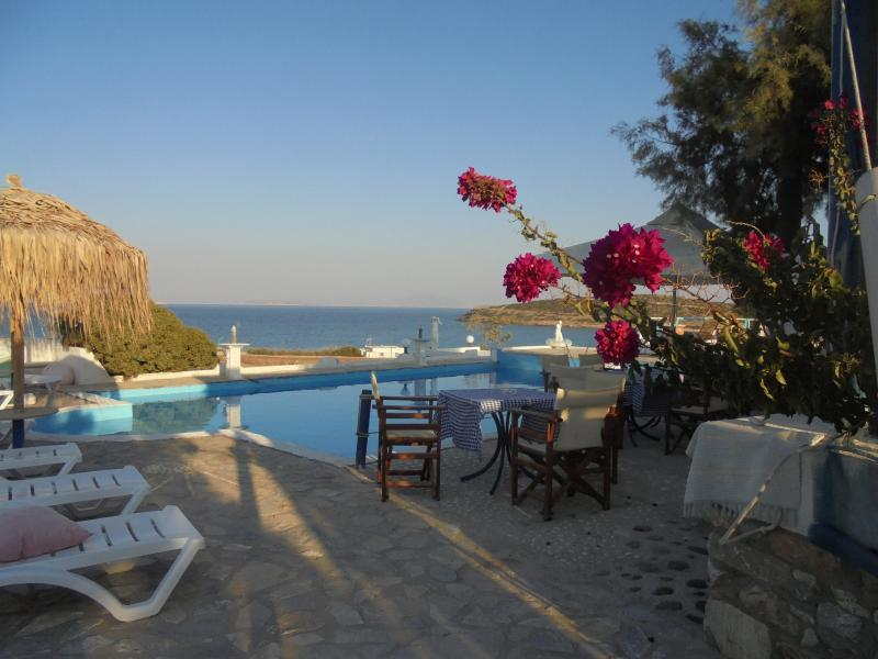 Anatoli studios Schinoussa, holiday rental in Agios Georgios