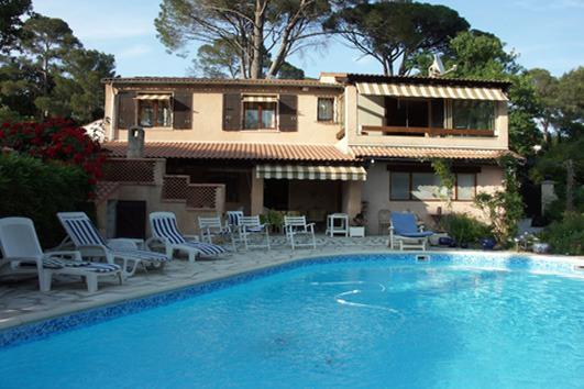 Villa 160 m 2 mit Schwimmbad-privée(10m/5m) in einem Garten von 800 m 2...sehr ruhiger Ort