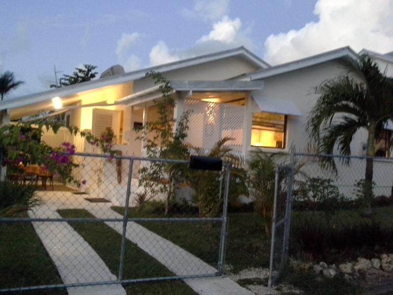 Tropical Dream Cottage Gold Coast St. James, location de vacances à Barbade