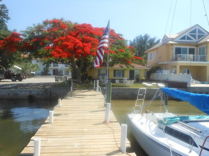 BAY FRONT HOUSE WITH PRIVATE DOCK, holiday rental in Bradenton Beach