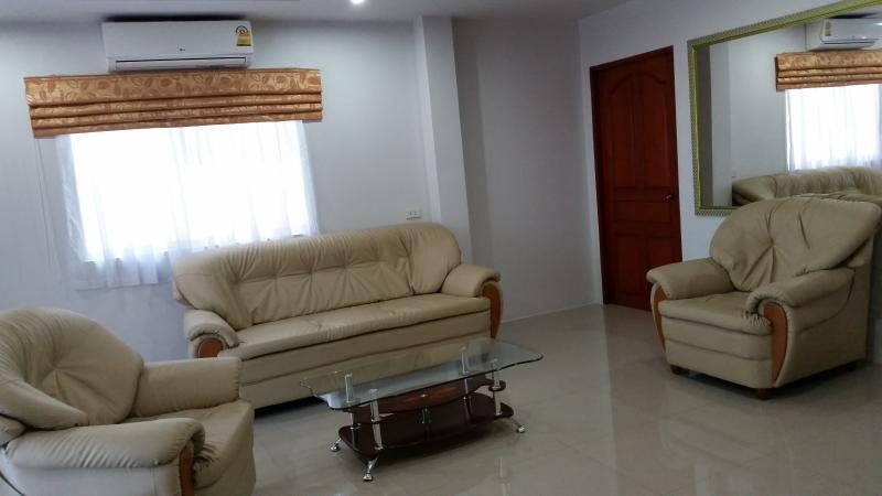 1st  floor deluxe apartment, holiday rental in Bang Sare