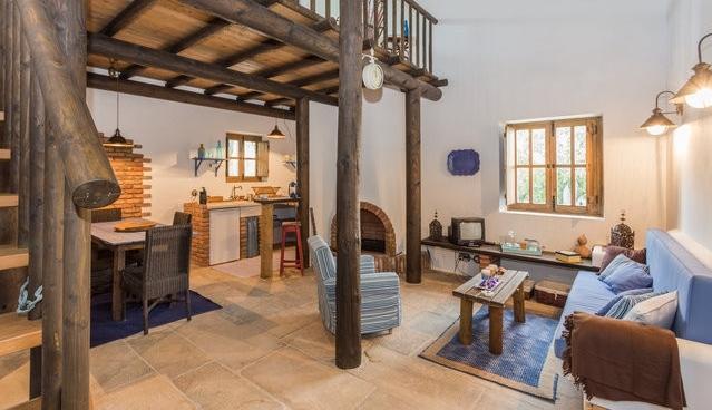 ALGARVE CHARMING MEZZANNINE 1BR VILLA, casa vacanza a Santa Barbara de Nexe