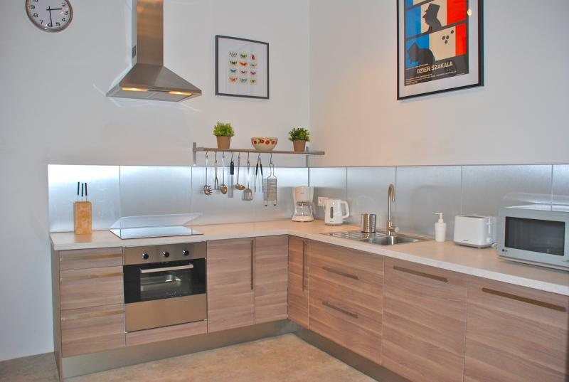 The spacious fully equipped kitchen with integrated appliances.