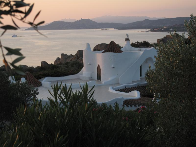 the villa at dusk. Two roofs provide added entertaining space.