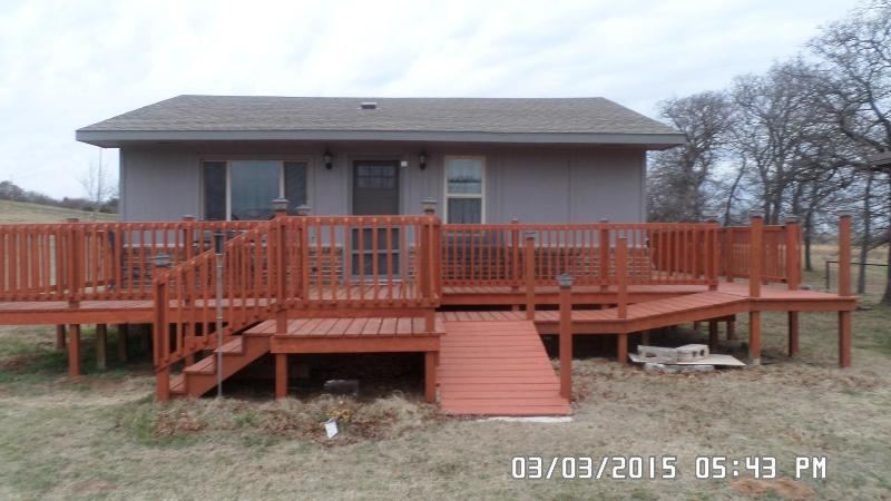 Beyond The Hill House, 2Bedroom in the Country, vacation rental in Guthrie