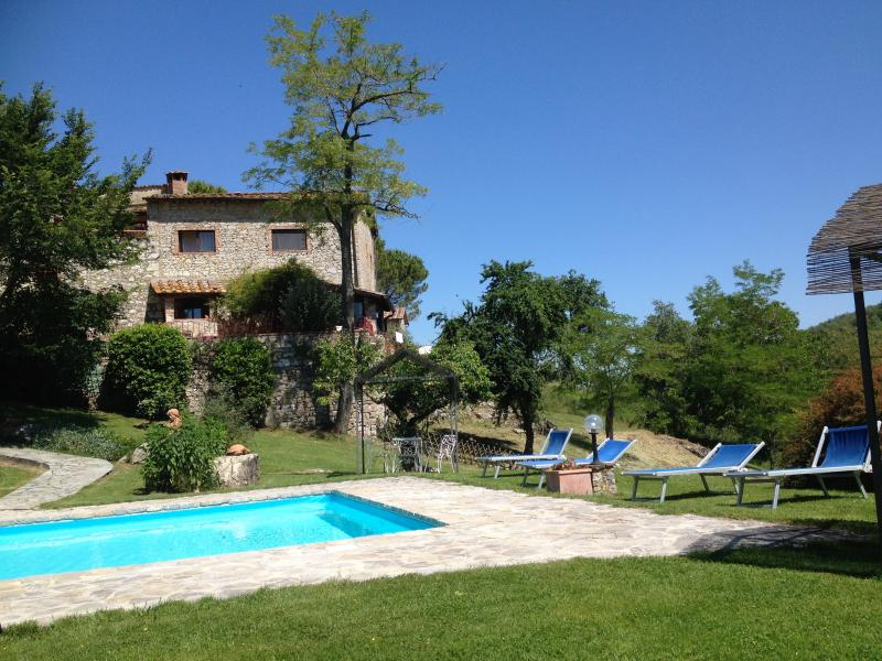 Authentic 3 Bedroom Farmhouse, vacation rental in Castellina In Chianti