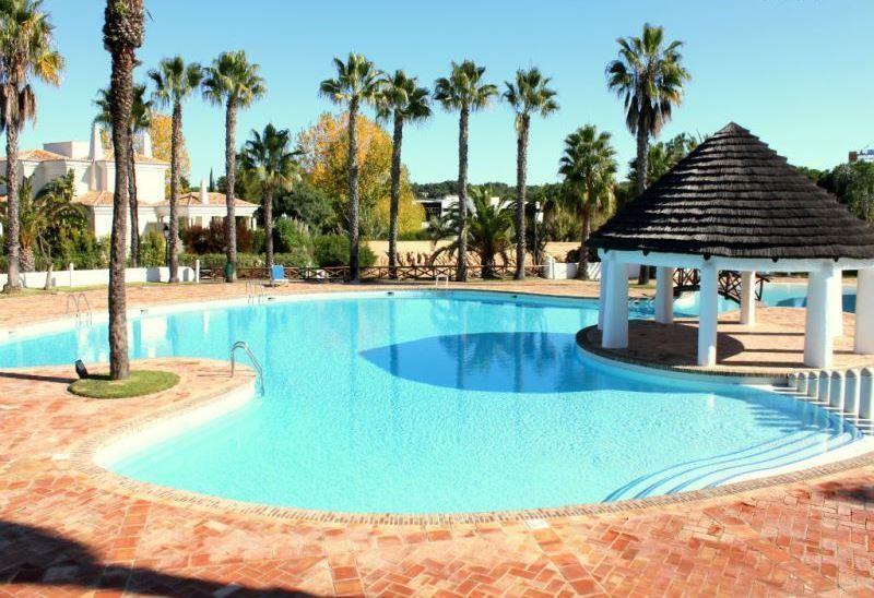 Stevens White Apartment, Quinta do Lago, Algarve, holiday rental in Quinta do Lago