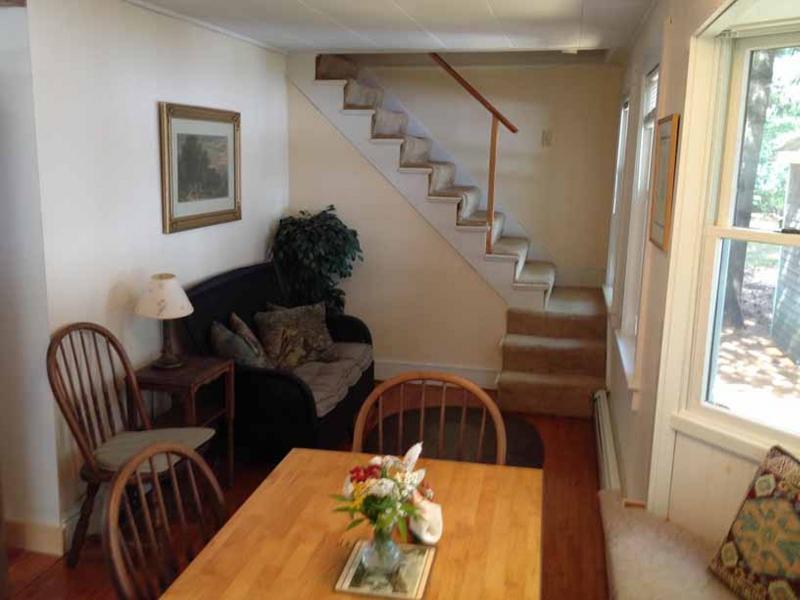 sala de jantar e escadas