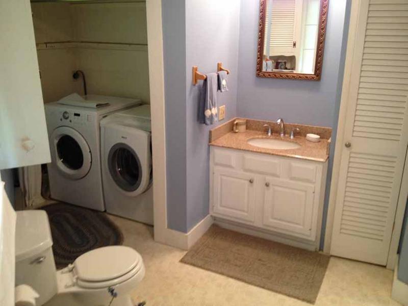 sala de casa de banho e roupa