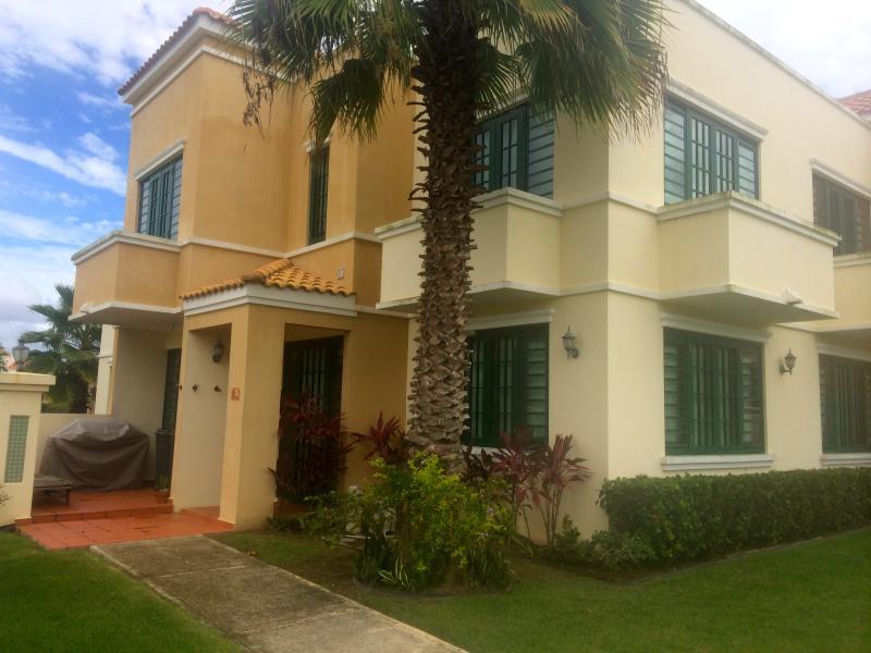 Villa puesta del sol, villa espaciosa con aire acondicionado central en ambos pisos de 3 dormitorios 2 1/2 baños