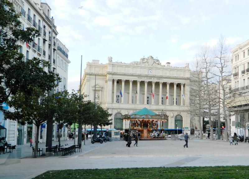 Place du Général de Gaulle with a public car park