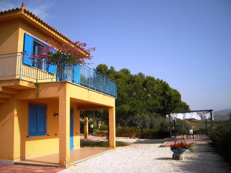 Le Muse apartment Melpomene sleep 6 beach 350 mt, vacation rental in Menfi