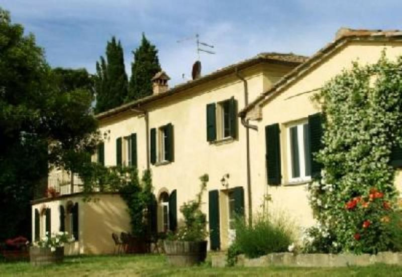 Large villa with pool in Tuscany, vacation rental in Cesa