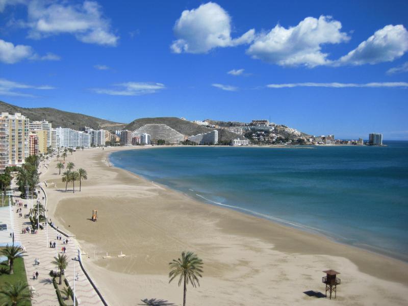 Esta foto es la realidad visual de lo que puede admirar desde el balcón El azul del cielo y del mar!