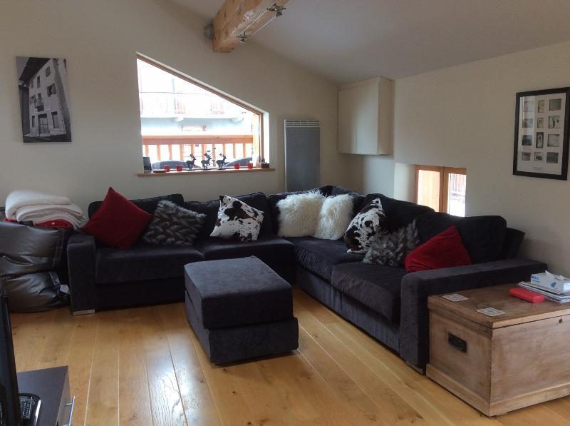 Ski/Summer Apartment in Bozel near Courchevel, vacation rental in Bozel