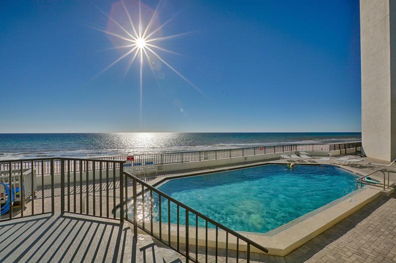 AquaVista Resort Pool