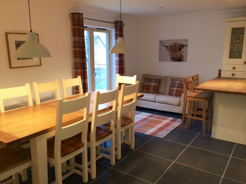 dining area and breakfast bar, ideal for large dinner parties
