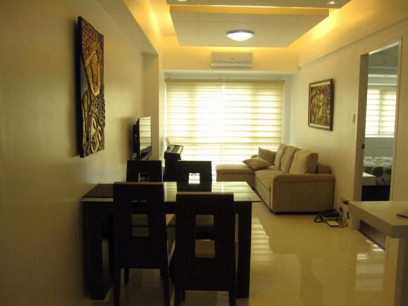 Elegant Condo at Forbeswood Parklane BGC The Fort, vacation rental in Taguig City