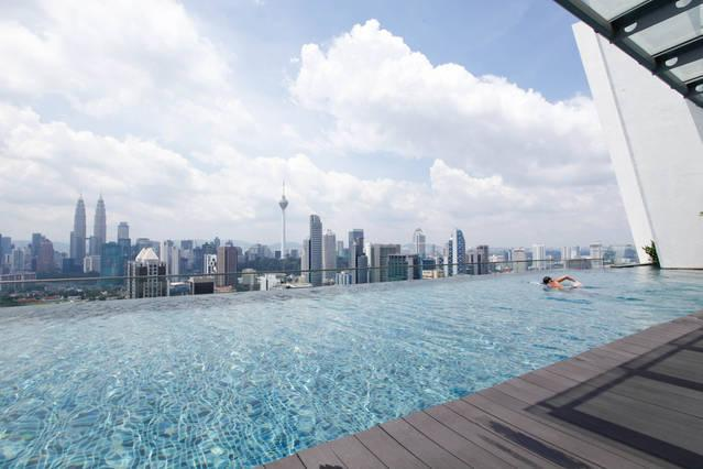 Ultimate Skyline View at 37th Roof Top Sky Pool