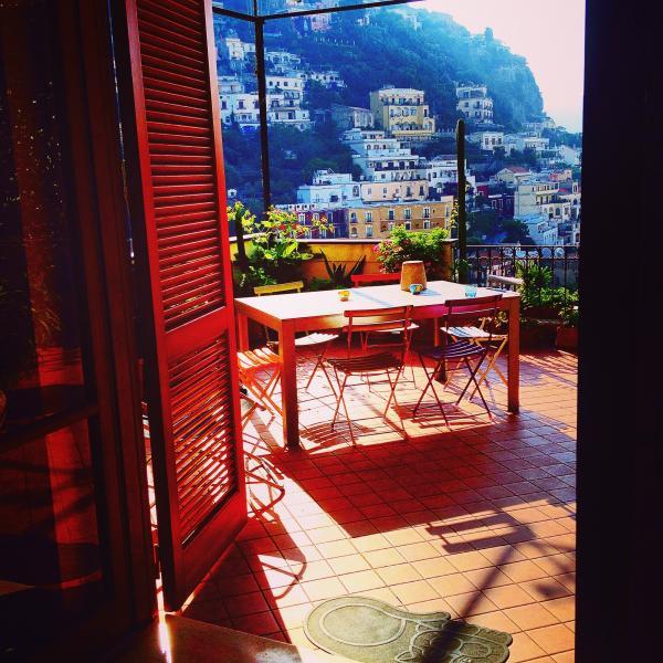 Positano HOUSE CENTRAL Huge Terrace - free WIFI, alquiler de vacaciones en Positano