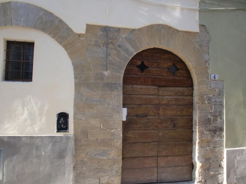 FACADE WITH EXTERIOR DOOR