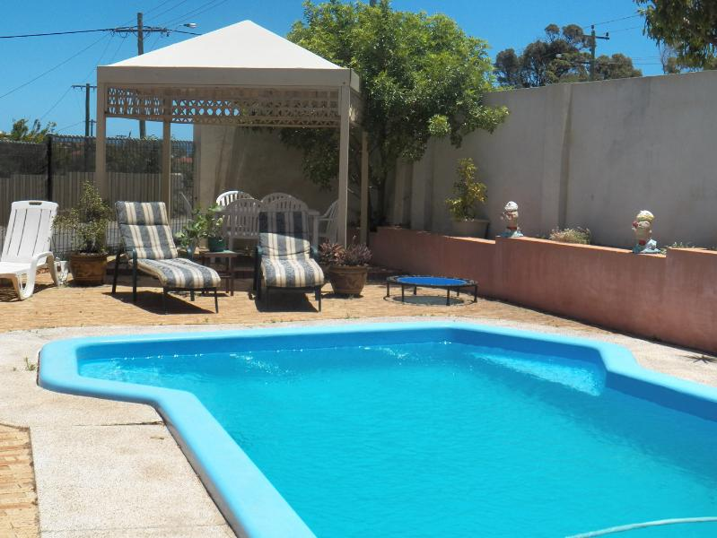 LARGE SWIMMING POOL, VERY PRIVATE SETTING