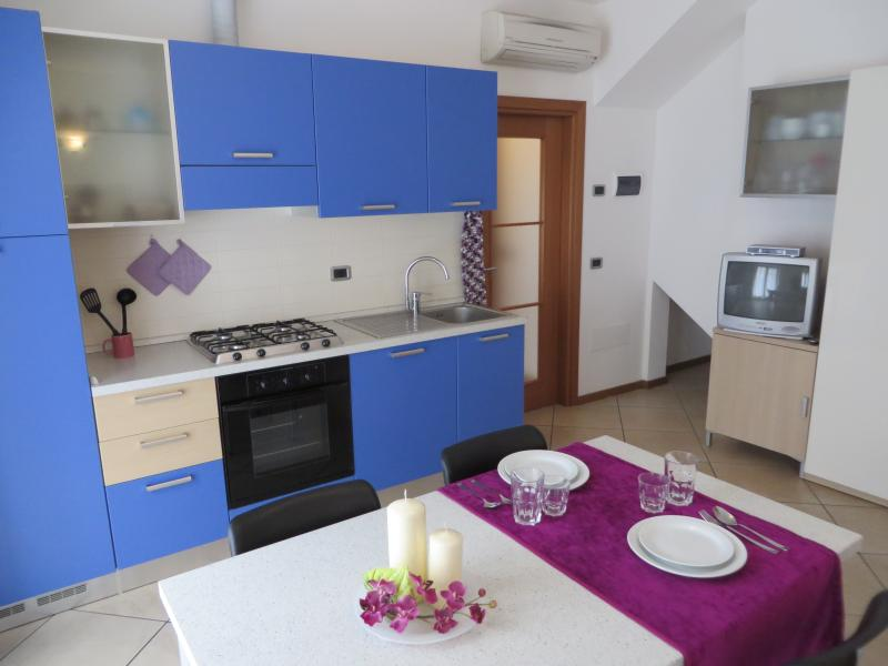 BEST OFFER FOR BRIGHT FLAT IN CENTER IN BELLA VILLA APARTMENTS, aluguéis de temporada em Riva Del Garda