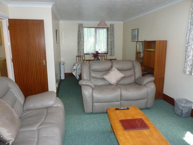 Lounge/diner with flat screen tv freeview and free wifi