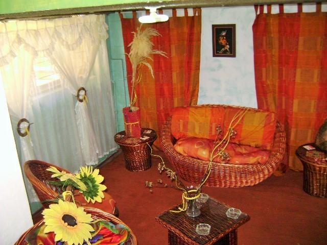 Sala en mimbre o ratán a mano es circular totalmente por Bioarquitectura y Feng Shui el sofá y etc.