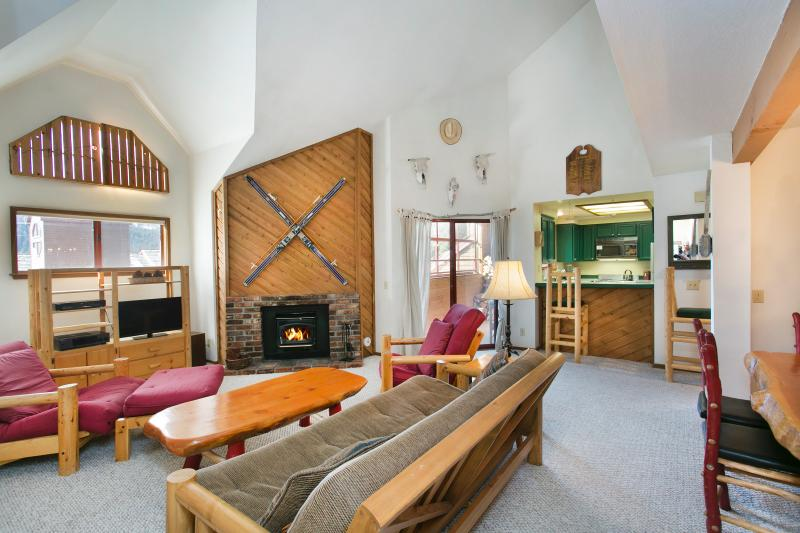 Aspen Creek #309 Living Area is Lodge Style and has High Ceilings, LED tv, and WIFI