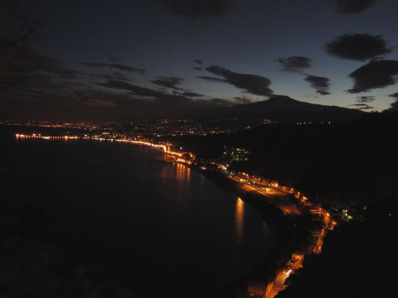 Giardini-naxos by night